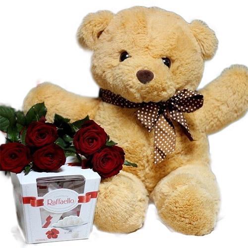 """Фото товара Ведмедик з букетом троянд і """"Raffaello"""" в Ужгороде"""