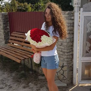 Букет у вигляді серця 101 троянда фото вручення