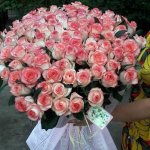 букет на день рождения в Ужгороде из 101 розы Джумилия фото