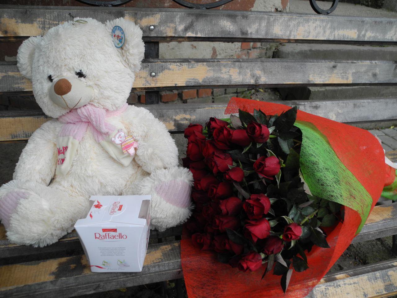 "Фото товара 51 роза, мишка и ""Raffaello"" в Ужгороде"