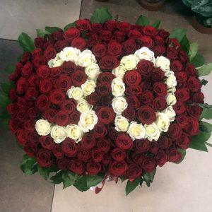 числа зі 101 троянди в кошику Ужгород