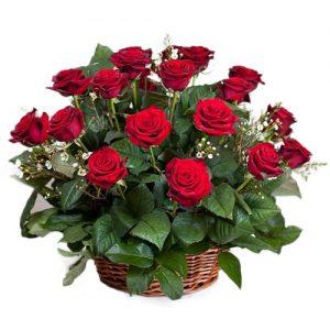 букет 21 красная роза в корзине