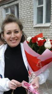 букет красных и белых роз в Закарпатье фото