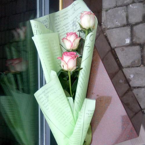 3 троянди фото