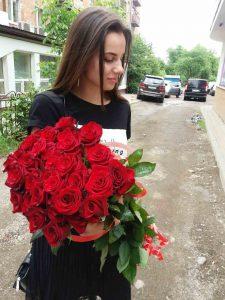 33 червоні троянди в Ужгороді фото