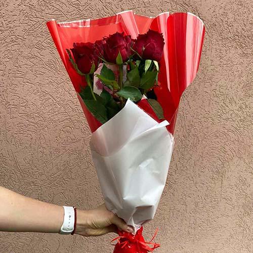5 красных роз в Ужгороде фото