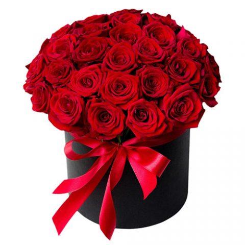 33 розы в шляпной коробке