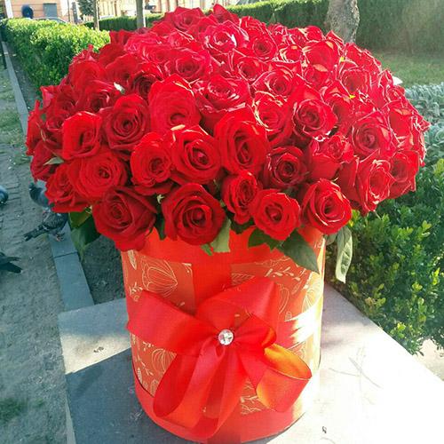 Фото товара 101 роза красная в шляпной коробке в Ужгороде