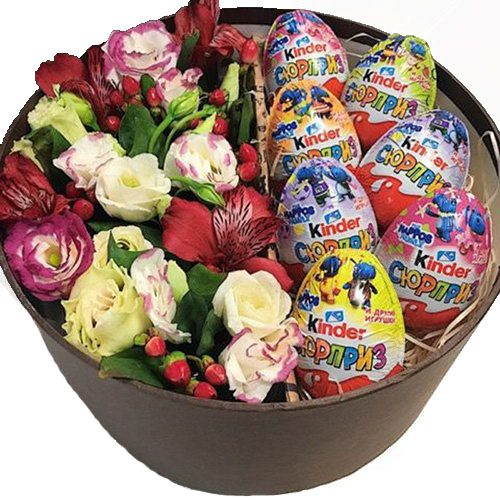 Коробочка с киндерами и цветами