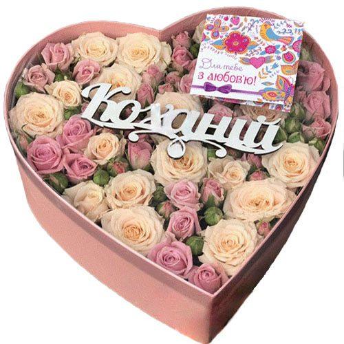 Коробка «Любимой» розы и кустовые розы фото
