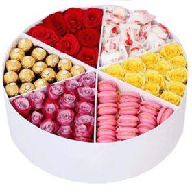 Примха багатія троянди та солодощі в коробці