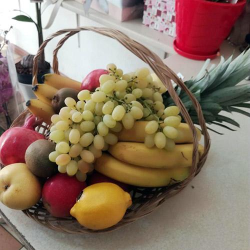 кошик фруктів фото товару