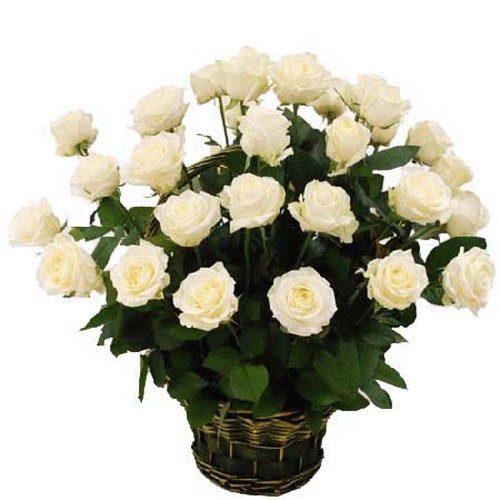 Фото товара 35 білих троянд у кошику в Ужгороде