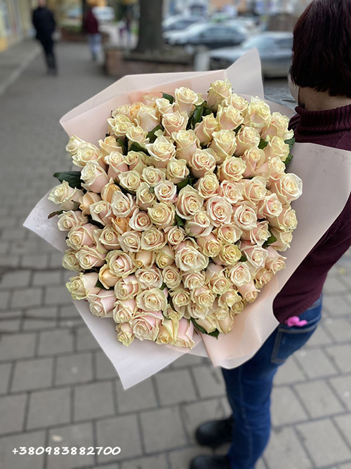 фото букета 101 кремовая роза