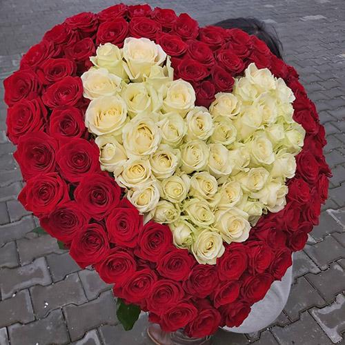 букет троянд у вигляді серця