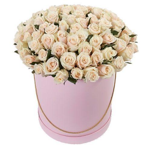 Фото товара 101 кремова троянда в капелюшній коробці в Ужгороде