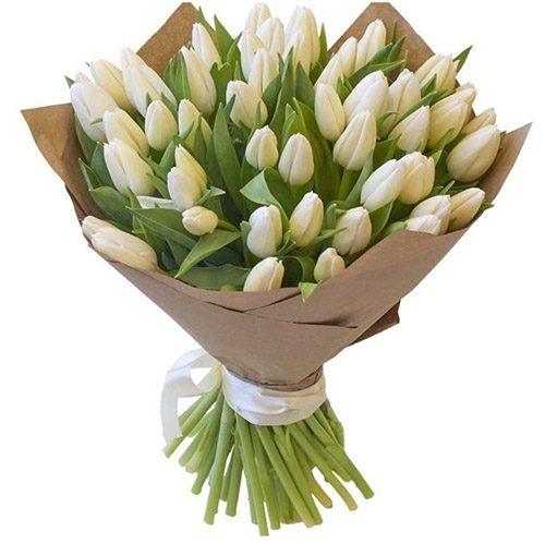 Фото товара 35 білих тюльпанів у крафт в Ужгороде