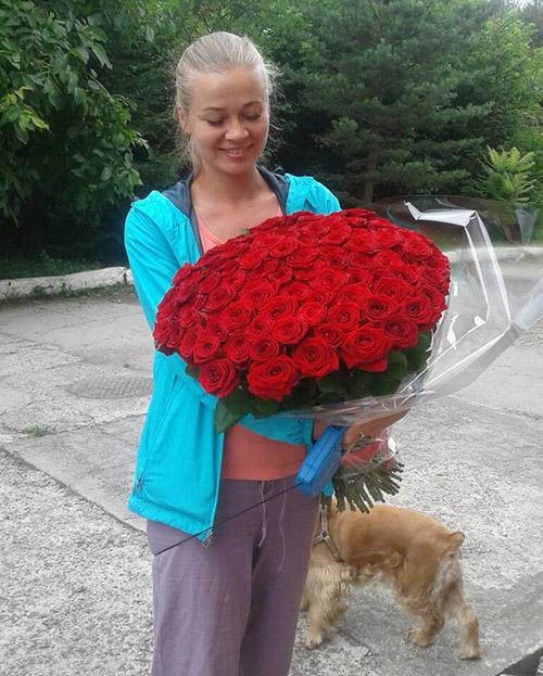 75 красных роз доставка в Ужгороде фото