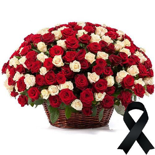 Фото товара 100 красно-белых роз в корзине в Ужгороде